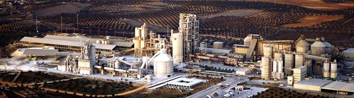 La valorización de residuos en la industria cementera evita la emisión de 800.000 toneladas de CO2 durante 2013