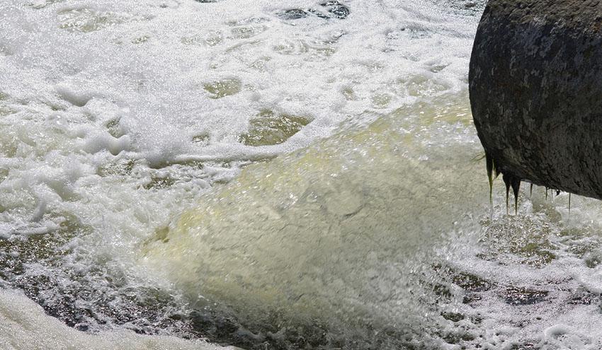 Microplásticos en las aguas residuales: expertos buscan soluciones