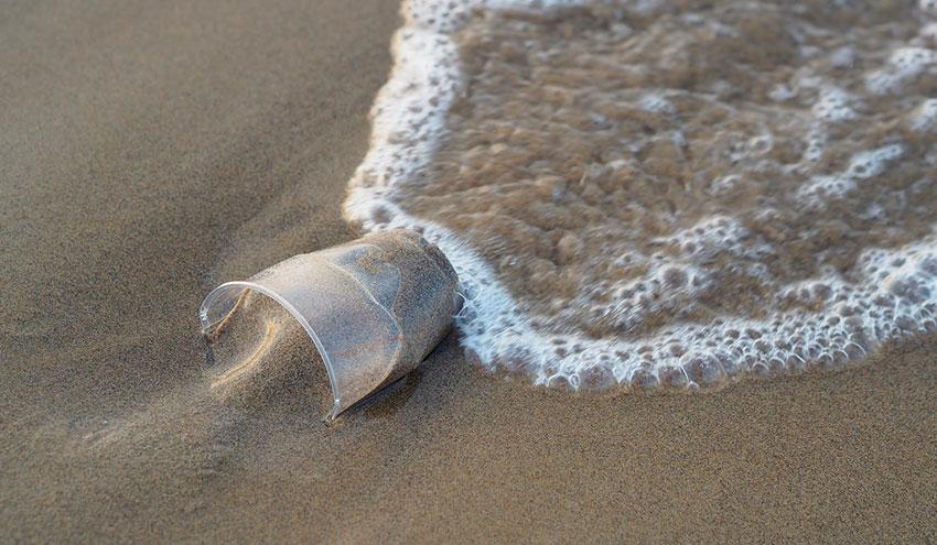 Los españoles se encuentran entre los europeos más preocupados en reducir el uso de plásticos