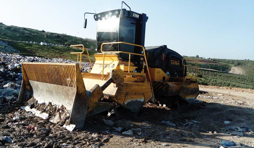 EMSA entrega dos compactadores de residuos TANA a Resurja - Diputación de Jaén