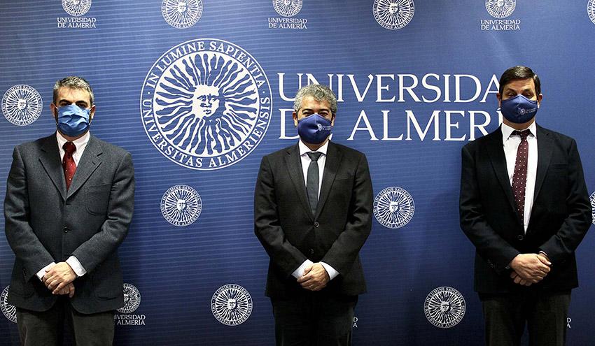 La Universidad de Almería y Aqualia investigarán la aplicación de energía solar en la gestión del agua
