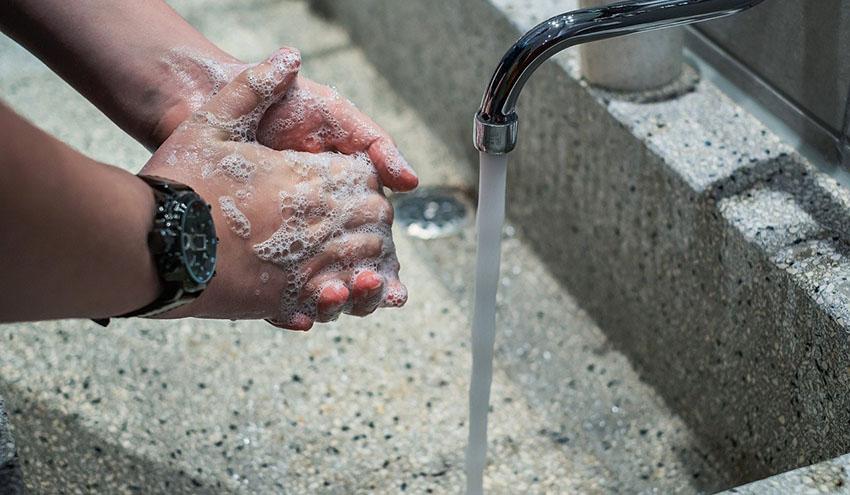 El Gobierno prohíbe el corte de suministro de agua, electricidad y gas natural