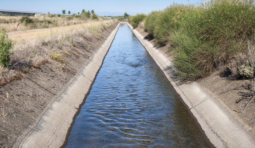 Los regantes rechazan la subida del precio del agua como medida para garantizar un uso eficiente
