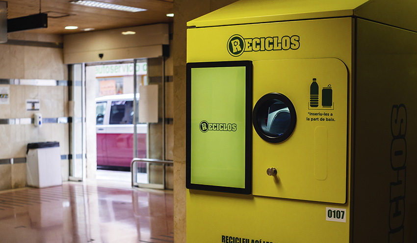 Los ciudadanos valencianos ya reciben recompensas por reciclar envases