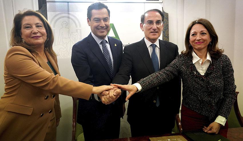 La Junta de Andalucía firma un convenio con empresarios para ser pioneros en eliminar las bolsas de plástico